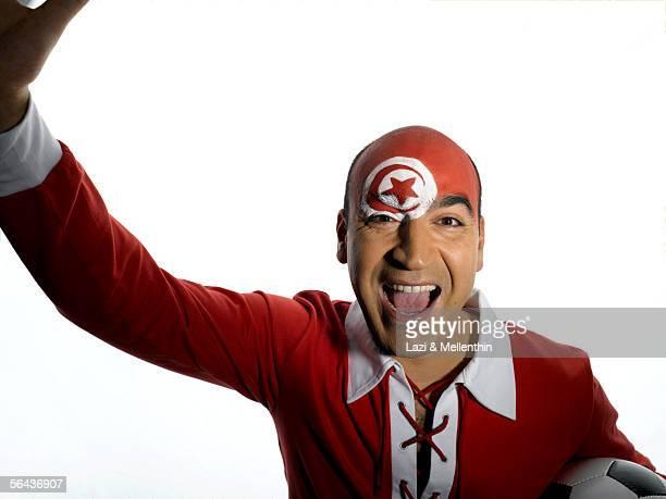 male tunesian soccer fan - drapeau tunisien photos et images de collection