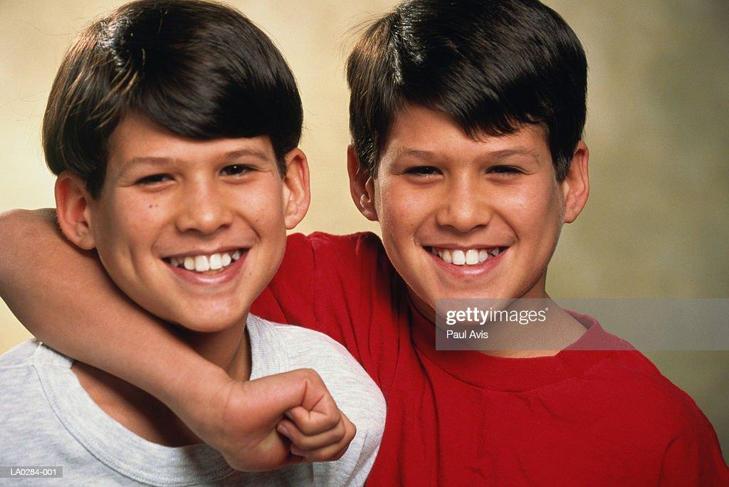 Male twins (10-12) smiling, portrait : Stock Photo