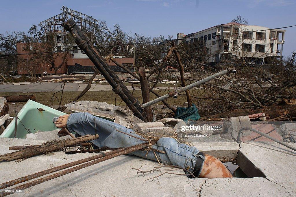 A male victim of Hurricane Katrina rests tangled ...