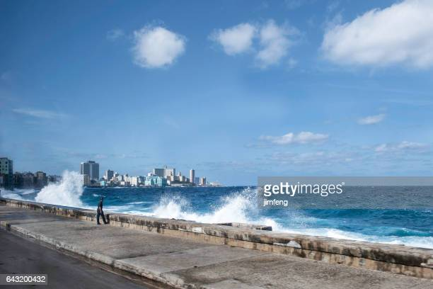 malecon seawall - retaining wall stock pictures, royalty-free photos & images