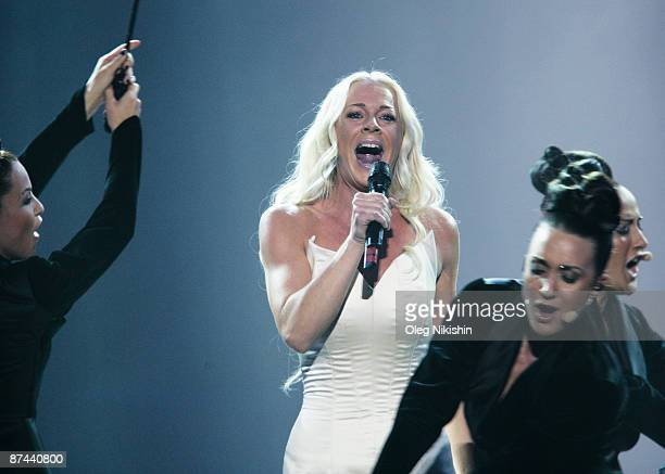 Malena Ernman of Sweden performs during the final of the Eurovision Song Contest on May 16 2009 in Moscow Russia The Final of the 2009 Eurovision...