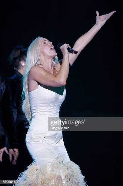 Malena Ernman of Sweden performs during the first dress rehearsal of the first semifinal of the Eurovision Song Contest 2009 on May 11 2009 in Moscow...