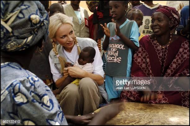 Mali Ð 812 mai 2006 Visite de la CroixRouge malienne animee par 15 000 volontaires engages dans plusieurs domaines centres de soins preparation aux...