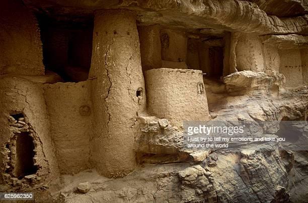 mali, africa - dogon village and typical mud buildings - unesco stock-fotos und bilder