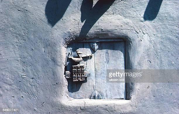 Dogon silo door with lock