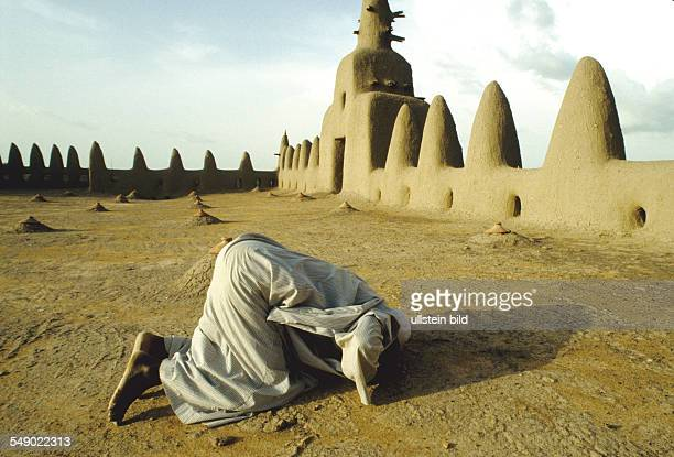 Muslim prayer on the roof of the Grand mosque in Djenne