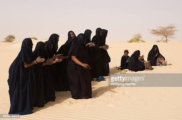 Mali, Near Timbuktu, Sahara Desert, Tuareg Women Performing Traditional Dance In Desert, Clapping With Hands.