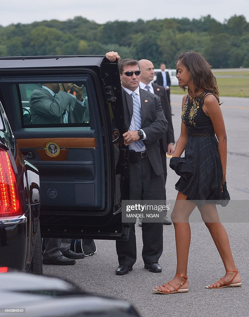 Malia, the daughter of US President Barack Obama and First ...
