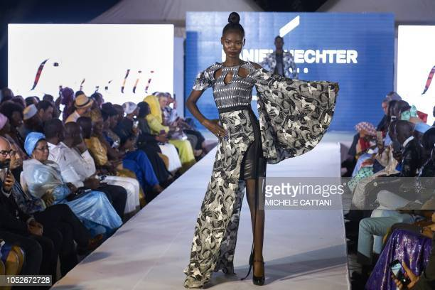"""Malian models showcase designs by Leydii by Raki Thiam during the Daniel Hechter's fashion show """"We Wax the World"""" in Bamako on October 20, 2018."""