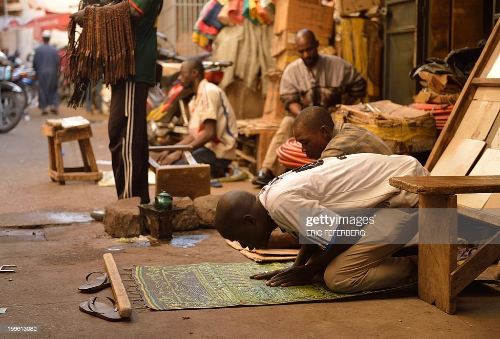 Malian Muslims pray in a street of Bamako on January 17, 2013. EU foreign ministers agreed today to send military trainers for Mali's embattled army while funding an African-led intervention force and offering fresh help to France to fend off an Islamist rebel offensive.