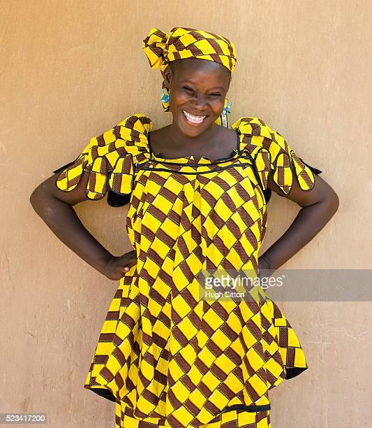 malian woman wearing traditional clothing - hugh sitton - fotografias e filmes do acervo