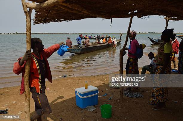 Malians wait to cross the Niger river in a pirogue boat on January 22, 2013 near Segou, 240km North of Bamako. Mali's army chief today said his...