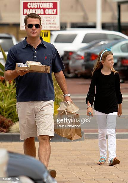 EXCLUSIVE Malibu California June 4 2010 Chris O Donnell shopping with his daughter Lily at The Malibu Lumber Yard At Malibu Cross Creek REV/100504001