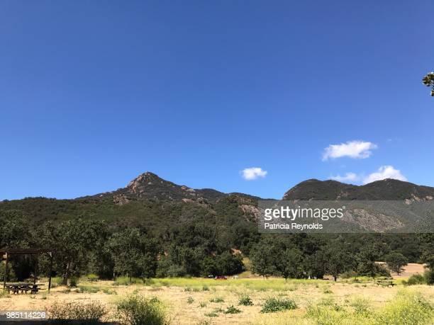 malibu creek state park camp grounds in calabasas, ca, usa on a summer day. - calabasas fotografías e imágenes de stock