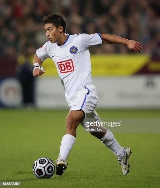 Malik Fathi Abwehrspieler Hertha BSC Berlin D in Aktion am Ball
