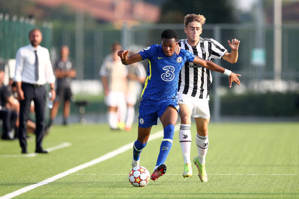 Malik Maine Mothersille of Chelsea fights for the ball with Nicolò Turco of Juventus during a UEFA Youth League match between Juventus and Chelsea at...