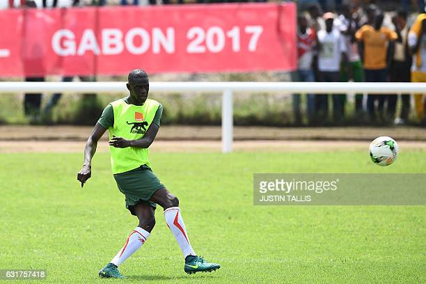 Mali's defender Fousseni Diawara takes part in a training session in PortGentil on January 15 during the 2017 Africa Cup of Nations football...