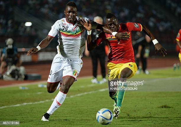 Mali's forward Modibo Maiga vies with Guinea's defender Issiaga Sylla during the 2015 African Cup of Nations group D football match between Guinea...