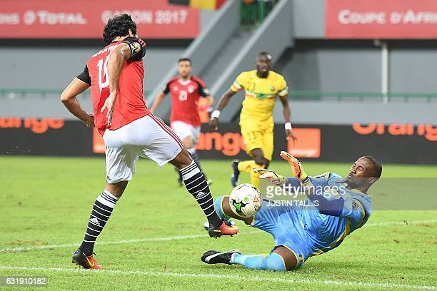 TOPSHOT Mali's goalkeeper Oumar Sissoko blocks a shot on goal by Egypt's forward Marwan Mohsen during the 2017 Africa Cup of Nations group D football...