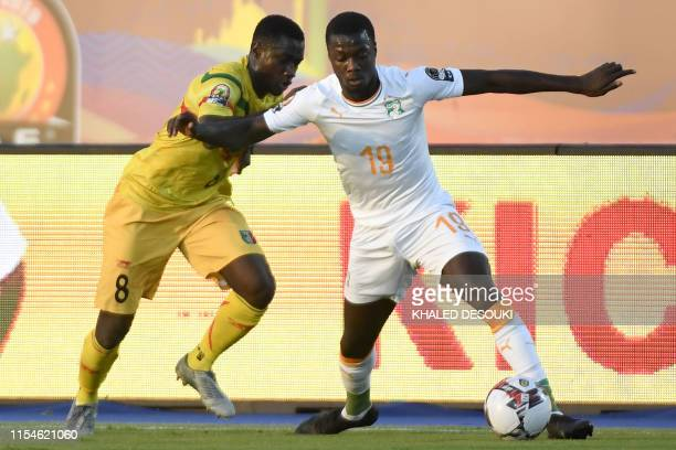 Mali's midfielder Diadie Samassekou fights for the ball with Ivory Coast's forward Nicolas Pepe during the 2019 Africa Cup of Nations Round of 16...