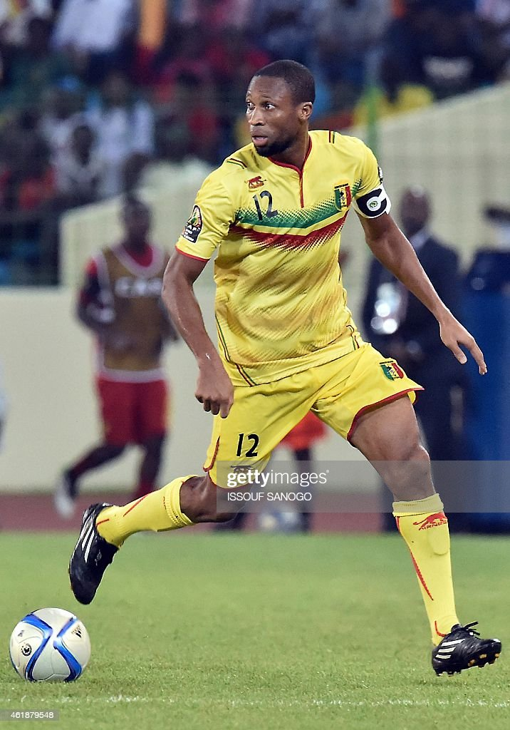 Mali's midfielder Seydou Keita controls the ball during the 2015 African Cup of Nations group D football match between Mali and Cameroon in Malabo on January 20, 2015.