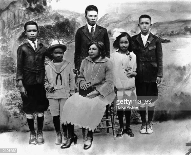 Mallie Robinson poses for a family portrait with her children Mack Robinson, Jackie Robinson, Edgar Robinson, Willa Mae Robinson and Frank Robinson...