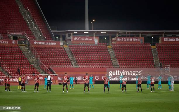 Mallorca and FC Barcelona players observe a minute's silence to commemorate the victims of the coronavirus pandemic prior the Liga match between RCD...