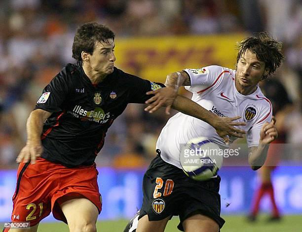 Mallorca's Aritz Aduriz vies for the ball with Valencia's Alexis during their Spanish Premier League football match at Mestalla stadium in Valencia,...