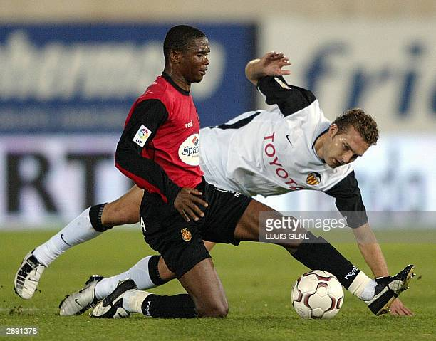 Mallorca's Samuel Etoo of Cameroon fights for the ball with Valencia's Ruben Baraja during their Spanish League match, Real Mallorca against Valencia...