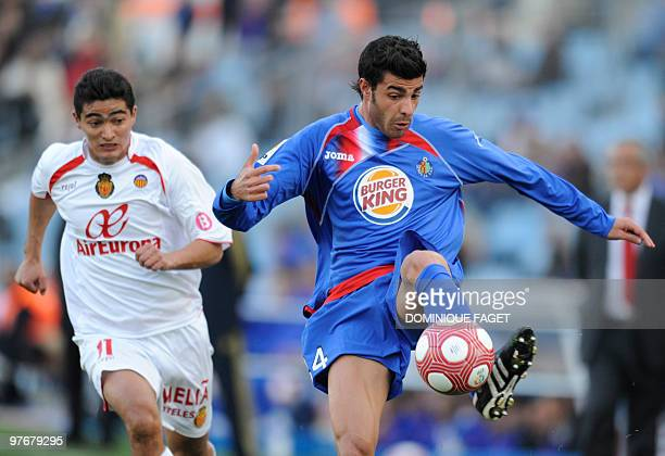 Mallorca's Uruguayan midfielder Chori Castro vies for the ball with Getafe's defender Miguel Torres during a Spanish league football match...