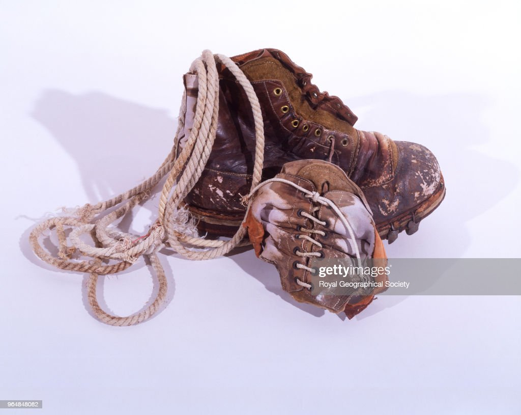 Mallory's boot, fragments of second boot and climbing rope : News Photo