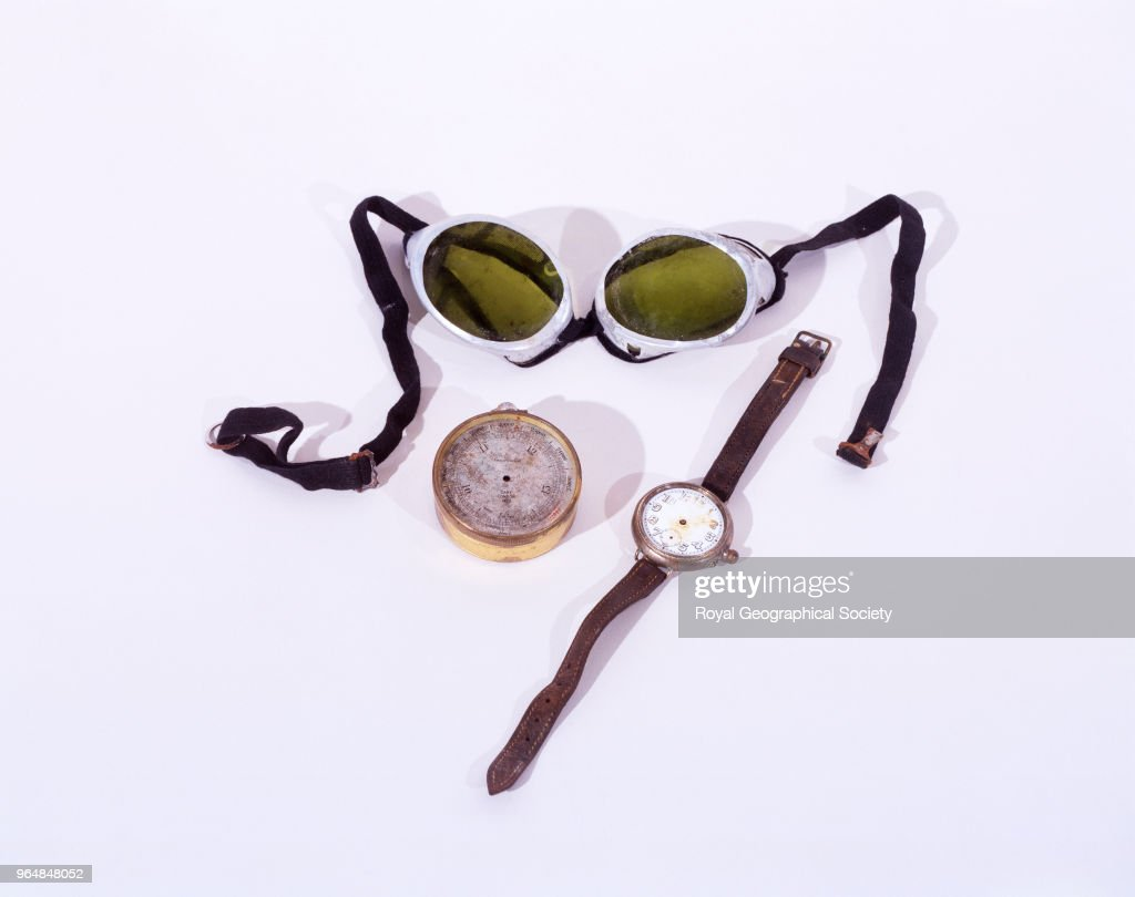 Mallory's goggles, altimeter and wristwatch with leather strap : News Photo