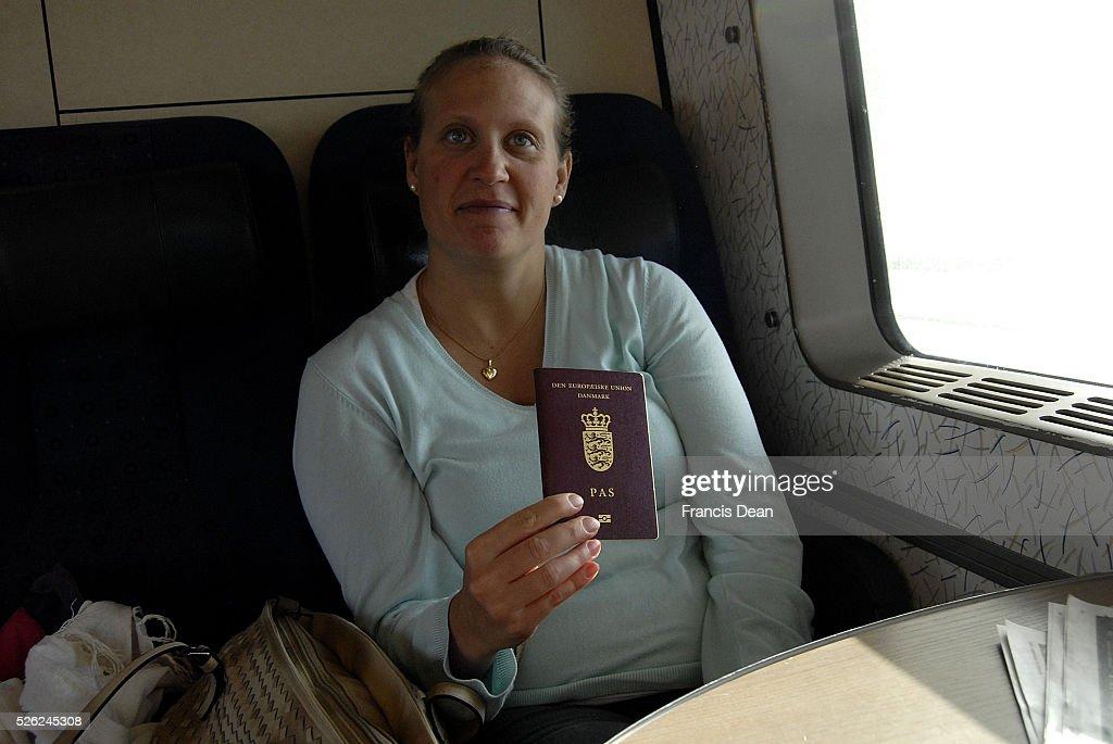 Danes with passport crossing from copenhagen to Malmo sweden : Nachrichtenfoto