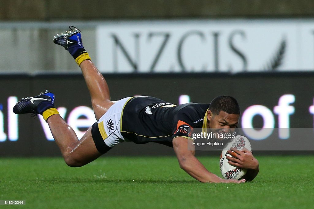 Malo Tuitama of Wellington scores a try during the round five Mitre 10 Cup match between Wellington and Canterbury at Westpac Stadium on September 17, 2017 in Wellington, New Zealand.