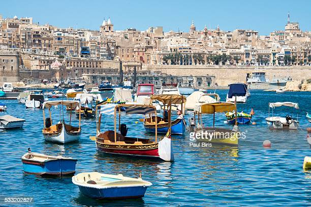 malta, birgu (vittoriosa) waterfront - valletta stock pictures, royalty-free photos & images