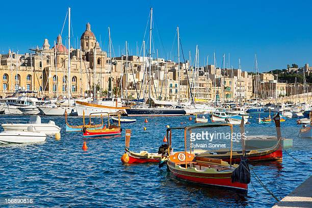 malta, birgu (vittoriosa) waterfront seen from sen - valletta stock pictures, royalty-free photos & images