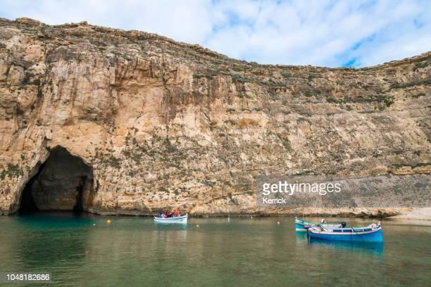 malta, gozo - la ventana azul - bahía en la cerca - países del golfo fotografías e imágenes de stock