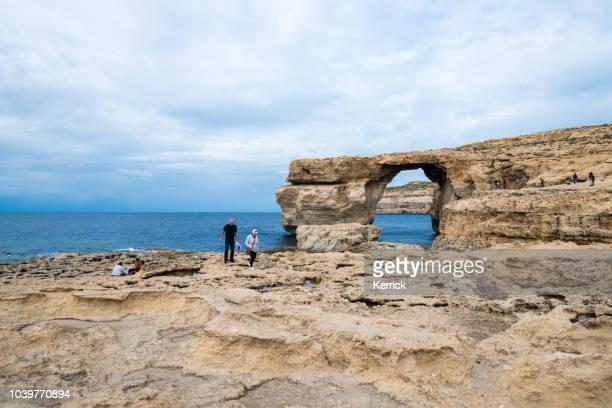 malta, gozo - la ventana azur - antes de que se derrumbó - países del golfo fotografías e imágenes de stock