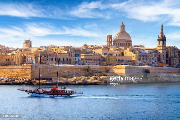 マルタ - 地中海の旅行先、マルサムセット港、バレッタ(聖パウロ大聖堂付) - バレッタ ストックフォトと画像