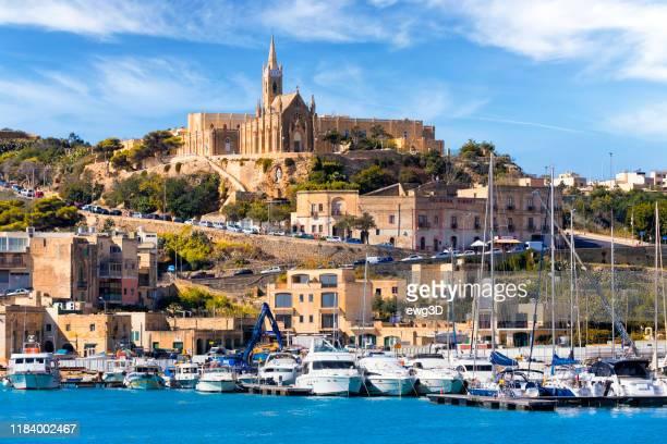 malta - mittelmeer-reiseziel, der mgarr harbour auf der insel gozo - insel gozo malta stock-fotos und bilder