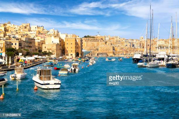 malta - mediterranean travel destination, view of isla, grand harbor and valletta - valletta stock pictures, royalty-free photos & images