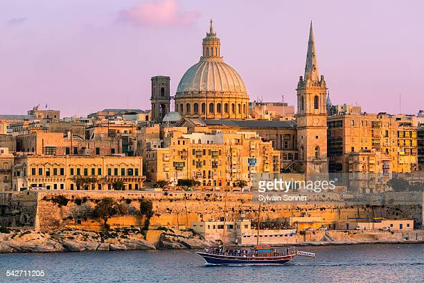 malta, valletta at dusk - valletta stock pictures, royalty-free photos & images