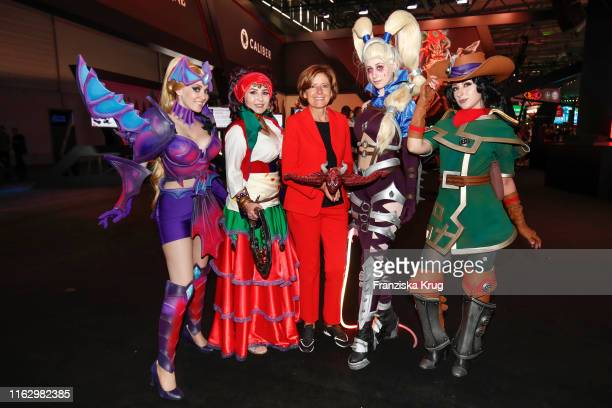 Malu Dreyer and cosplayer during the Gamescom 2019 gaming trade fair on August 20, 2019 in Cologne, Germany. Gamescom is the world's largest digital...