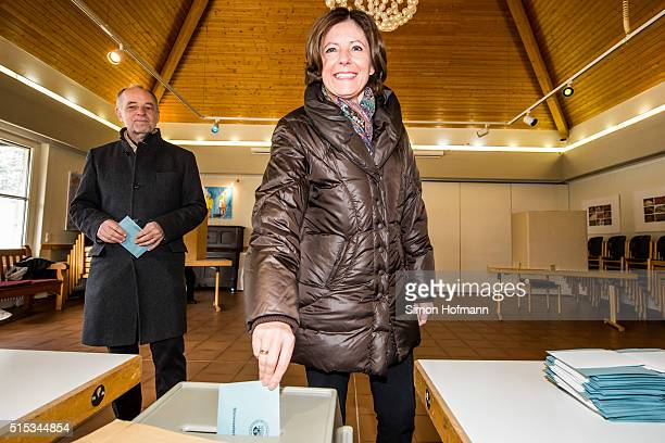Malu Dreyer, incumbent governor of Rhineland-Palatinate and member of the German Social Democrats , casts her ballot in Rhineland-Palatinate state...