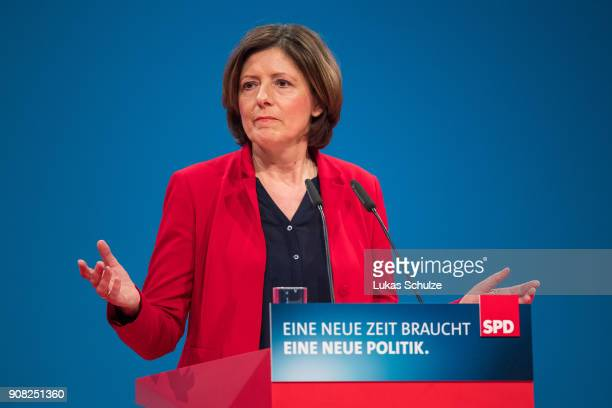 Malu Dreyer vicechairwamen of the of the German Social Democrats speaks to delegates at the SPD federal congress on January 21 2018 in Bonn Germany...