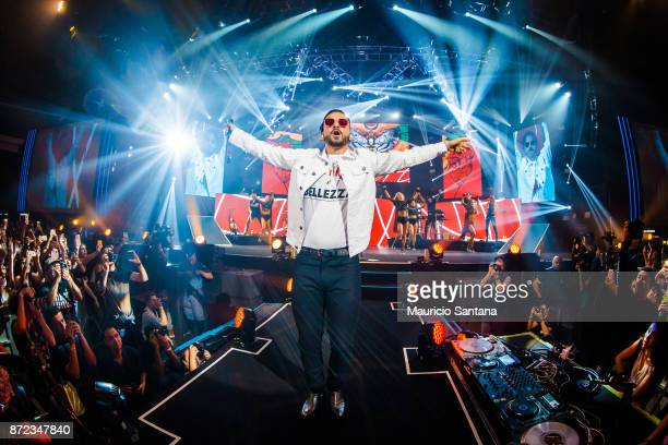 Maluma performs live on stage at Espaco das Americas on November 9 2017 in Sao Paulo Brazil
