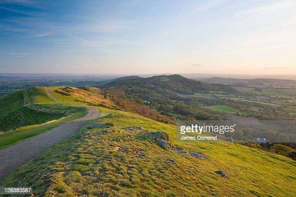 malvern hills looking towards herefordshire beacon. herefordshire and worcestershire. england. uk. - worcestershire stock pictures, royalty-free photos & images