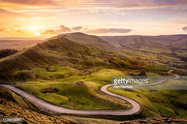 mam tor in the peak district - road stock pictures, royalty-free photos & images