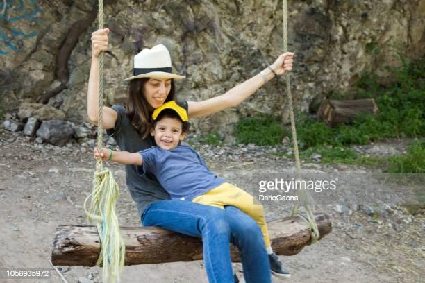 mama e hijo en día de campo - día 3 stock pictures, royalty-free photos & images