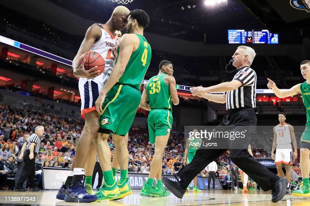 Mamadi Diakite of the Virginia Cavaliers gets in a scuffle with Ehab Amin of the Oregon Ducks during the second half of the 2019 NCAA Men's...